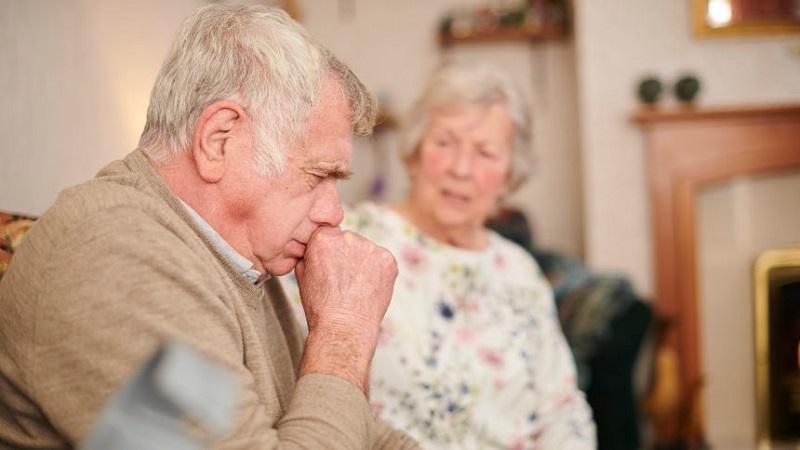 Tình trạng ho có đờm kéo dài ở người cao tuổi có nguy hiểm không?